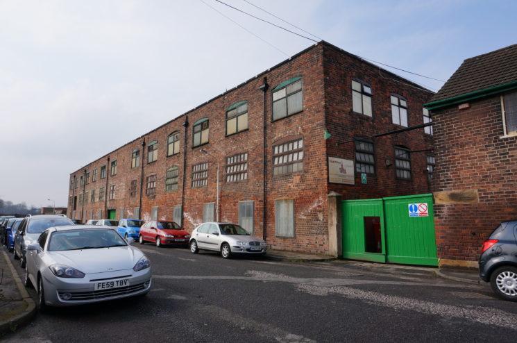 クレイトン社の工場の正面画像