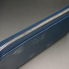 トーマスウエア社のブライドルレザーのブルーカラーのラウンドファスナー長財布の画像4