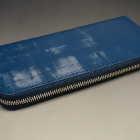 トーマスウエア社のブライドルレザーのブルーカラーのラウンドファスナー長財布の画像5