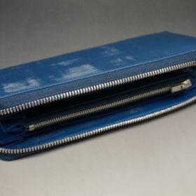 トーマスウエア社のブライドルレザーのブルーカラーのラウンドファスナー長財布の画像6