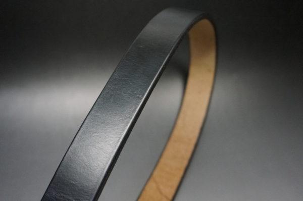 J.ベイカー社のブライドルレザーのブラックカラーの画像