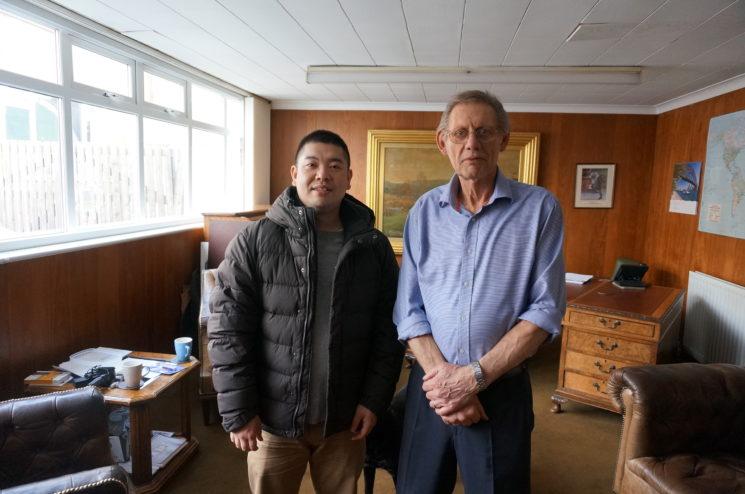 セドウィック社の代表であるリチャード・ファロー氏と記念撮影画像