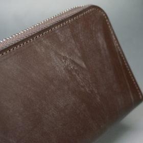 メトロポリタン社のブライドルレザーのダークブラウンカラーのラウンドファスナー長財布の画像3