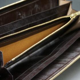 新喜皮革社の顔料仕上げコードバンのアンティークカラーのラウンドファスナー長財布の画像11