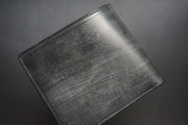 メトロポリタン社のブライドルレザーのブラックカラーの二つ折り財布(小銭入れ付き)の画像1