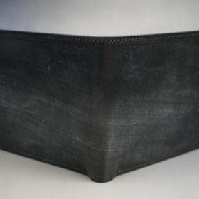 メトロポリタン社のブライドルレザーのブラックカラーの二つ折り財布(小銭入れ付き)の画像2