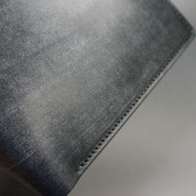 メトロポリタン社のブライドルレザーのブラックカラーの二つ折り財布(小銭入れ付き)の画像3