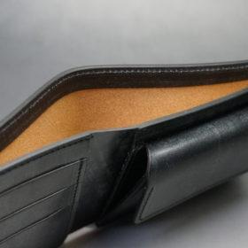 メトロポリタン社のブライドルレザーのブラックカラーの二つ折り財布(小銭入れ付き)の画像5