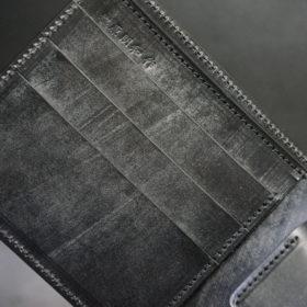 メトロポリタン社のブライドルレザーのブラックカラーの二つ折り財布(小銭入れ付き)の画像7