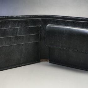 メトロポリタン社のブライドルレザーのブラックカラーの二つ折り財布(小銭入れ付き)の画像6