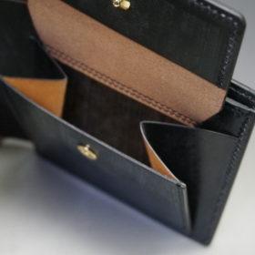 メトロポリタン社のブライドルレザーのブラックカラーの二つ折り財布(小銭入れ付き)の画像9