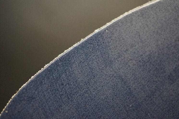 クレイトン社のブライドルレザーのネイビーカラーの画像