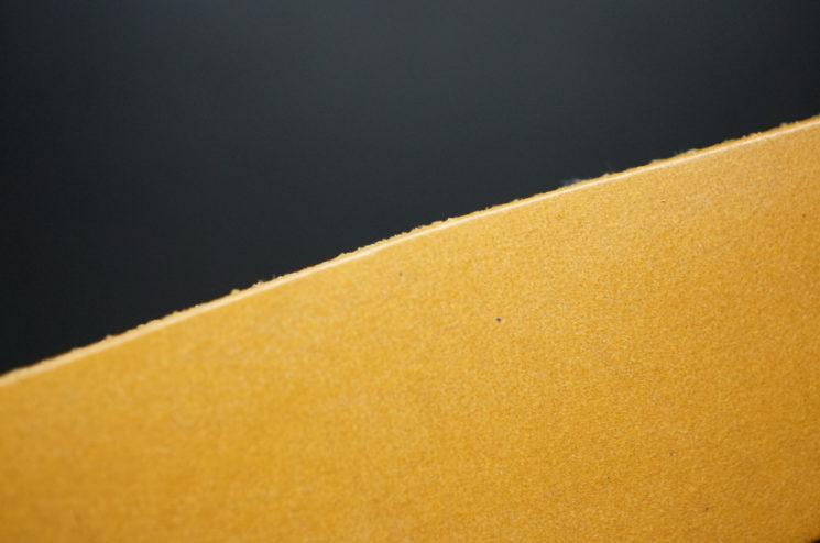 クレイトン社のブライドルレザーのタンカラーの画像