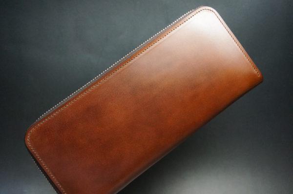 新喜皮革社のアンティークカラーのラウンドファスナー長財布1