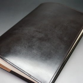 A5判手帳カバーのチョコの外側のご使用イメージ