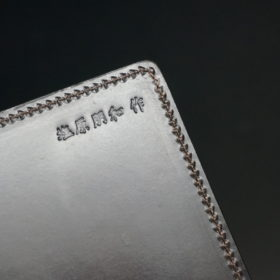 A5判手帳カバーのチョコの「塩原朋和作」の刻印