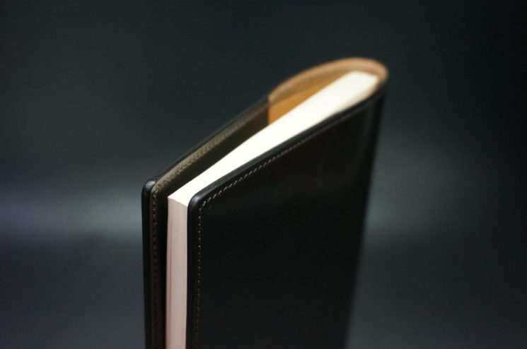 12mm厚のリフィルを収納したA5判手帳カバー