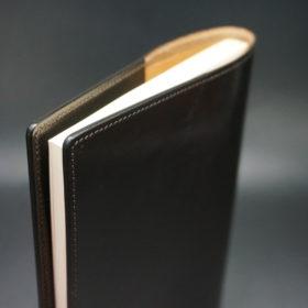 A5判手帳カバーのチョコの閉じた状態のご使用イメージ