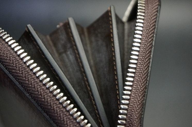ラウンドファスナー長財布のコバの本磨き