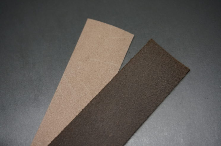 床面が染まったブライドレザーと染まっていないブライドルレザーの比較