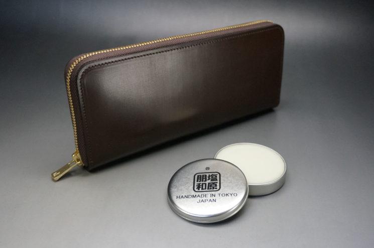 ラウンドファスナー長財布と蜜蝋ワックス