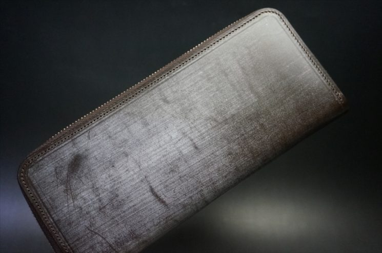 セドウィック社製ブライドルレザー(ベンズ部位)を使用したチョコカラーのラウンドファスナー長財布(シルバー色)1
