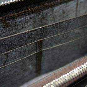 セドウィック社製ブライドルレザー(ベンズ部位)を使用したチョコカラーのラウンドファスナー長財布(シルバー色)11