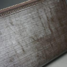 セドウィック社製ブライドルレザー(ベンズ部位)を使用したチョコカラーのラウンドファスナー長財布(シルバー色)3