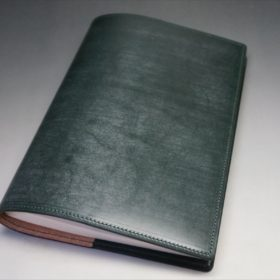 A5判手帳カバーのダークグリーンの外側全体ご使用イメージ