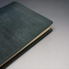 A5判手帳カバーのダークグリーンの外側サイトのご使用イメージ