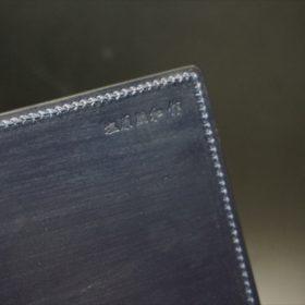 手帳カバーの内側の製作者「塩原朋和作」の刻印
