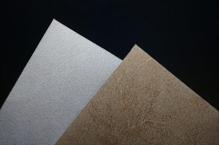 ブライドルレザーの床面を生成りと磨いたものの比較-1
