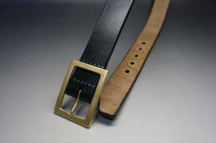 J.ベイカー社製ブライドルレザーのブラックのゴールドバックルのベルトのSSサイズのバックル周り-1