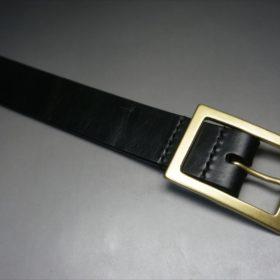 J.ベイカー社製ブライドルレザーのブラックのゴールドバックルのベルトのSSサイズのバックル周り-2