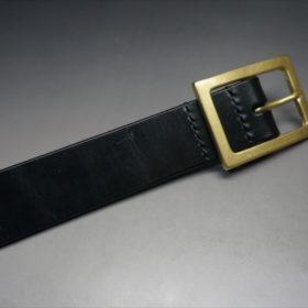 J.ベイカー社製ブライドルレザーのブラックのゴールドバックルのベルトのSSサイズのバックル周り-3