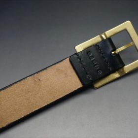 J.ベイカー社製ブライドルレザーのブラックのゴールドバックルのベルトのSサイズの背面