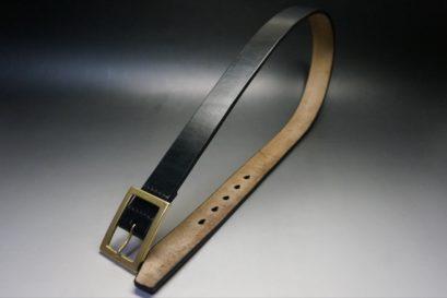 J.ベイカー社製ブライドルレザーのブラックカラーのベルトの全体画像