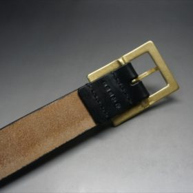 J.ベイカー社製ブライドルレザーのブラックカラーのベルトのバックルの背面