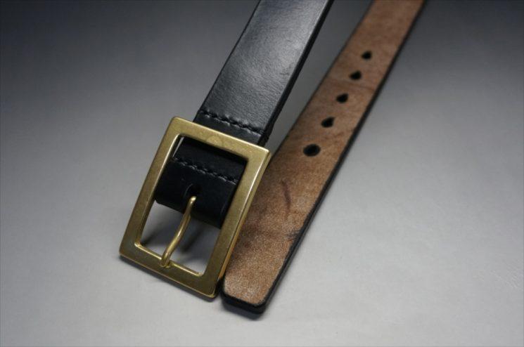 J.ベイカー社製ブライドルレザーのブラックのゴールドバックルのベルトのLサイズのバックル周り-1