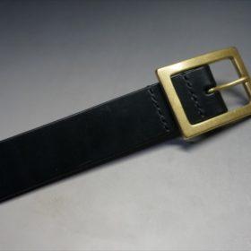 J.ベイカー社製ブライドルレザーのブラックのゴールドバックルのベルトのLサイズのバックル周り-3