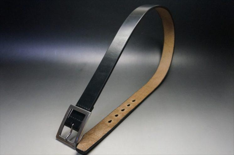 J.ベイカー社製ブライドルレザーのブラックのシルバーバックルのベルトの全体画像