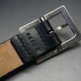 J.ベイカー社製ブライドルレザーのブラックのシルバーバックルのベルトのバックル周りの背面の刻印画像