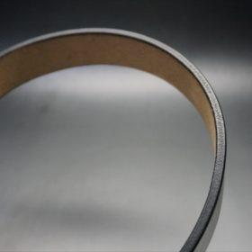 J.ベイカー社製ブライドルレザーのブラックのシルバーバックルのベルトのコバ