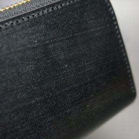 セドウィック社製ブライドルレザーのブラック色のラウンドファスナー小銭入れ(ゴールド色)-1-3