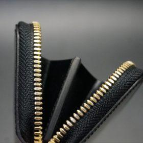 セドウィック社製ブライドルレザーのブラック色のラウンドファスナー小銭入れ(ゴールド色)-1-8
