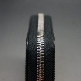 セドウィック社製ブライドルレザーのブラック色のラウンドファスナー小銭入れ(シルバー色)-1-5
