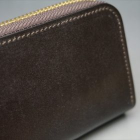 セドウィック社製ブライドルレザーのチョコ色のラウンドファスナー小銭入れ(ゴールド色)-1-3