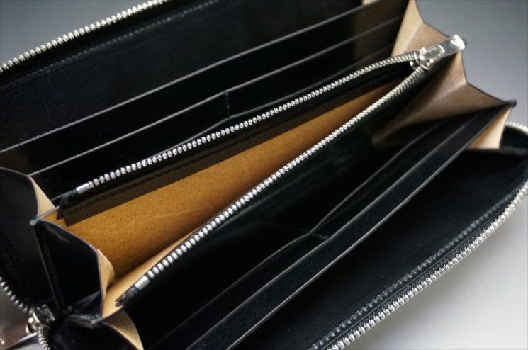 セドウィック社製ブライドルレザーのブラックカラーのラウンドファスナー長財布の小銭入れの床面
