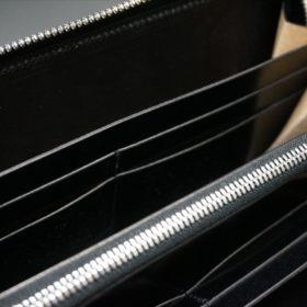 セドウィック社製ブライドルレザーのブラックカラーのラウンドファスナー長財布のひな壇
