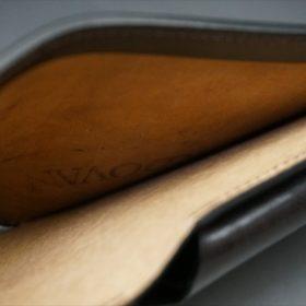ホーウィン社製シェルコードバンのダークコニャックの二つ折り財布(ホックシルバー)-6